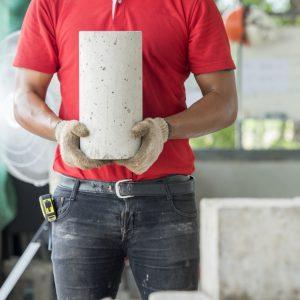 Materialprüfung an Betonkern